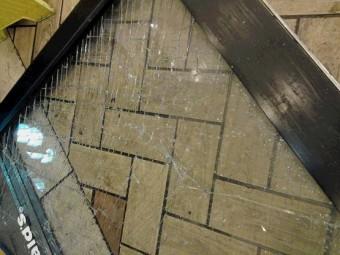 【施工後】静岡県磐田市にて破損したガラスドアの交換