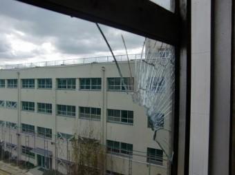 【施工前】静岡県浜松市北区の小学校にて野球ボールでガラス割れ