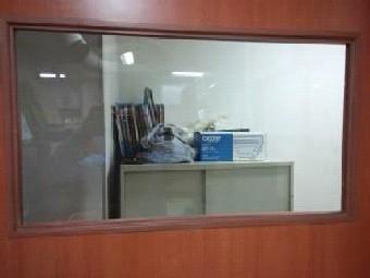 【施工後】静岡県浜松市南区の事務所で、はめ殺し窓のガラス割れ