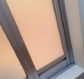 【施工後】静岡県磐田市の住宅にて浴室中折れ戸のアクリル板交換