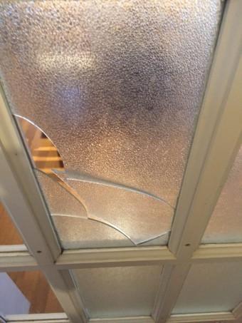 【施工前】浜松市北区の戸建て住宅にて室内ドアのガラス交換