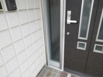 【施工後】浜松市天竜区の戸建て住宅にて玄関脇のFIX窓破損