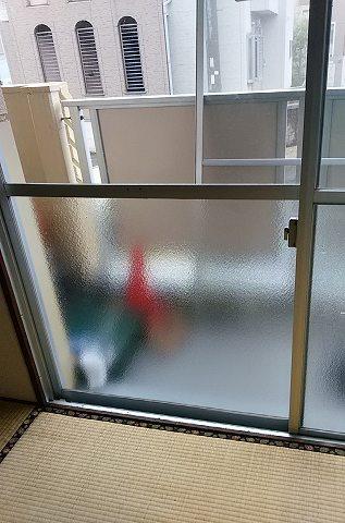 【施工後】浜松市中区の賃貸アパートにて掃出し窓のガラスにヒビ