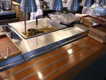 【施工前】浜松市西区の飲食店にて揚げ場前のガラスに熱割れ発生