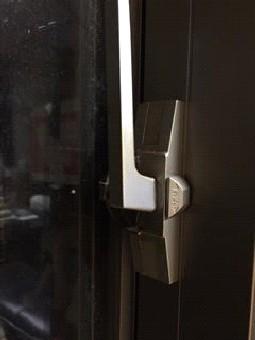 【施工前】浜松市南区のマンションで掃出し窓のクレセント調整