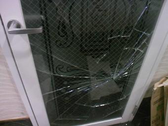 【施工前】浜松市北区の店舗ビルにてお客様がぶつかりガラス破損