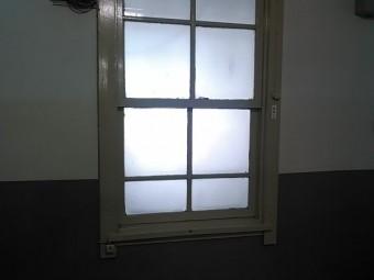【施工前】浜松市南区のビルにて上げ下げ窓の開閉不具合を調整
