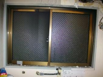 【施工後】静岡県湖西市の店舗倉庫にてサビ割れによるガラス交換