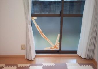 【施工前】静岡県磐田市の戸建てにて物をぶつけ掃き出し窓にヒビ