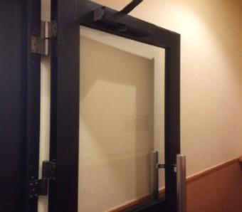 【施工後】静岡県浜松市中区の店舗で出入り口ドアにぶつかり破損