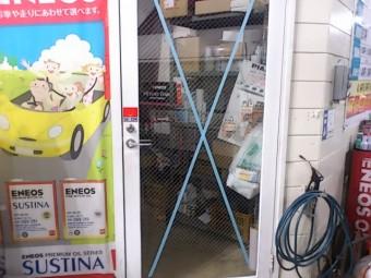 【施工後】静岡県袋井市の店舗にてこじ破り被害によるガラス交換