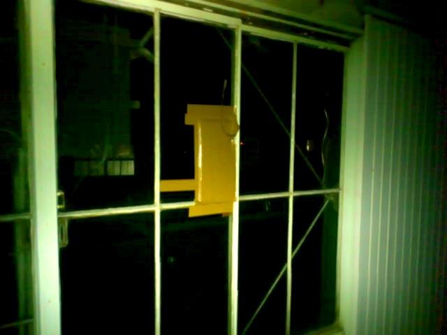 【施工前】静岡県浜松市浜北区の戸建にて作業時に物をぶつけてガラス破損