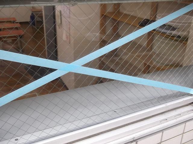 【施工後】静岡県磐田市の塾にて飛び石被害によるガラス交換