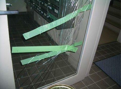【施工前】静岡県浜松市北区の賃貸アパートにてイタズラによるガラス破損