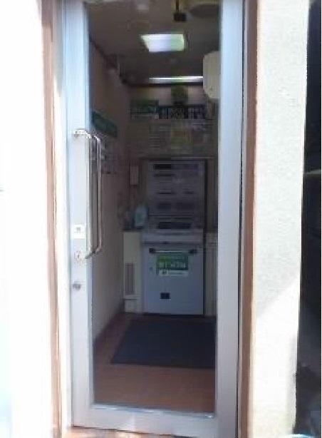 【施工後】静岡県浜松市北区の郵便局にて故意にガラスを蹴飛ばしたため破損