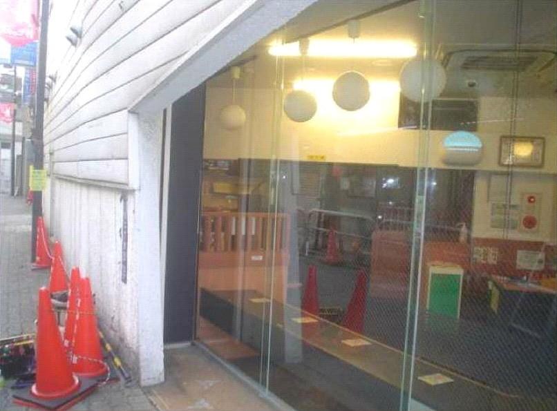 【施工後】静岡県湖西市の店舗にていたずらか飛び石によるガラスのヒビ割れ